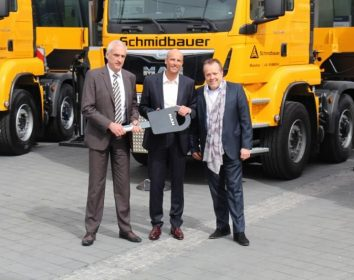 High Performance Lkw-Ladekrane an Schmidbauer ausgeliefert