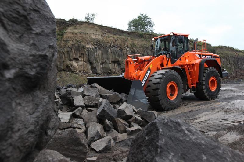 Doosan-Wheel-loader-DL550_5-Quarry-IMG_0179_141009_web