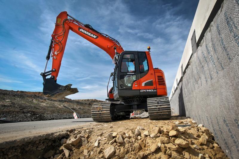 Doosan-Excavator-DX140LCR_5-150407_IMG_9189_web