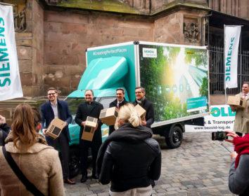 Humbaur übergibt Streetscooter mit Flexbox-Fahrzeugaufbau an Siemens AG