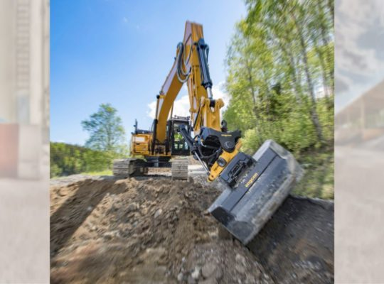 Engcon_EC233_1x1_action