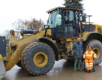 Querschnittsgelähmter steuert 25-Tonnen-Radlader
