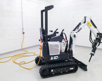 Bobcat bringt den branchenweit ersten elektrischen 1-Tonnen-Minibagger auf den Markt
