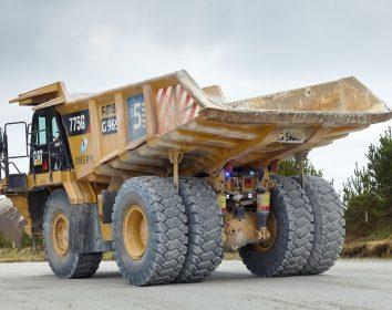 BKT – Warum die Wahl des perfekten Reifens für die Arbeit in der Lehmgrube so wichtig ist