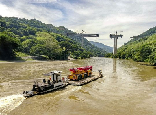 liebherr-ltm1220-5-1-movitram-barge-2-300dpi