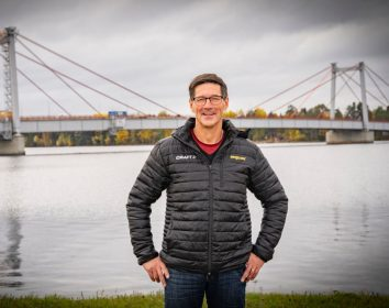 """Engcon – Schwedens König zeichnet Stig Engström mit der """"Königsmedaille"""" aus"""